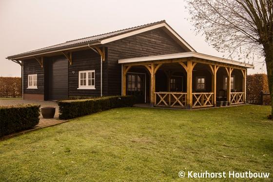 Veranda Met Schuur : Keurhorst houtbouw schuur met veranda